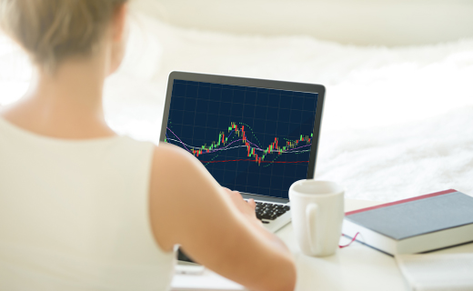 woman trader earning at home through forex trading